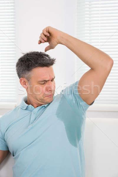Hombre sudar hombre maduro axila casa casa Foto stock © AndreyPopov