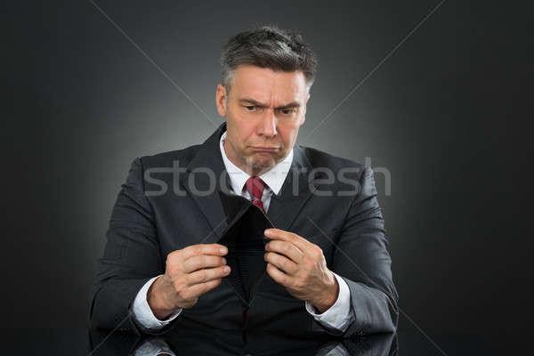 Işadamı boş cüzdan oturma büro üzücü Stok fotoğraf © AndreyPopov