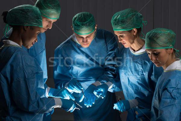 Chirurghi sala operatoria gruppo uniforme lavoro medici Foto d'archivio © AndreyPopov
