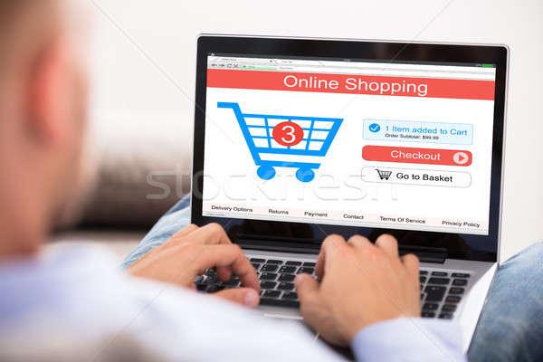 Stok fotoğraf: Adam · online · alışveriş · dizüstü · bilgisayar · el · Internet