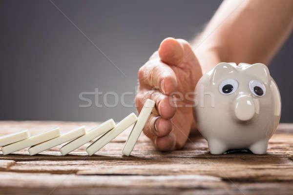 Foto stock: Empresário · dominó · peças · queda · piggy · bank