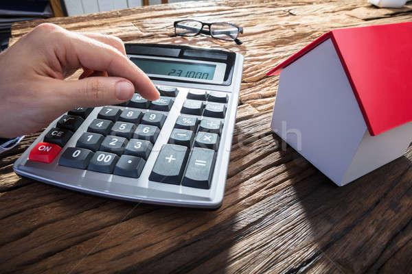 Stock fotó: Személyek · kéz · számológép · ház · modell · fából · készült