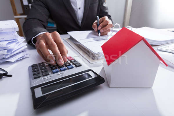 Empresario proyecto de ley oficina primer plano casa modelo Foto stock © AndreyPopov