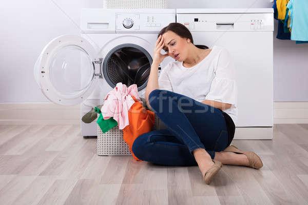 исчерпанный женщину сидят корзины полный одежды Сток-фото © AndreyPopov