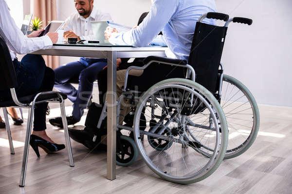 無効になって ビジネスマン 座って オフィス 同僚 ビジネス ストックフォト © AndreyPopov
