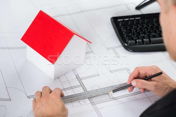 Közelkép építész készít terv ház modell Stock fotó © AndreyPopov