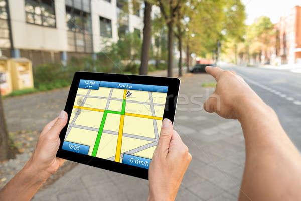 Foto d'archivio: Due · persone · mani · GPS · mappa · navigazione · primo · piano