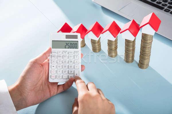 人 顯示 利潤 計算器 房子 模型 商業照片 © AndreyPopov