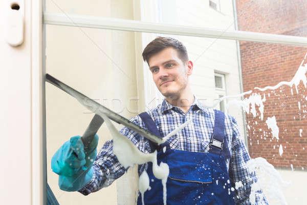 Foto stock: Governanta · limpeza · janela · jovem · masculino · uniforme