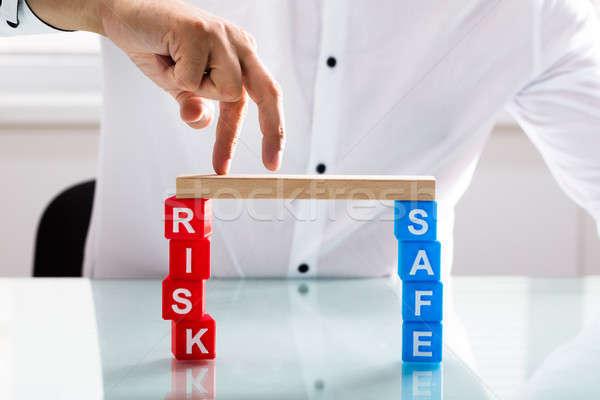 Stock fotó: Személyek · ujj · híd · kockázat · széf · kockák