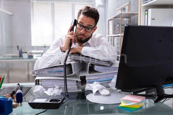 過重労働の ビジネスマン 話し スタック フォルダ デスク ストックフォト © AndreyPopov