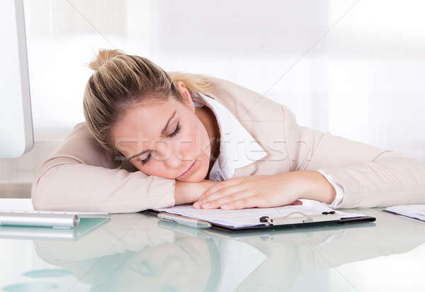 Kimerült fiatal üzletasszony alszik munkahely iroda Stock fotó © AndreyPopov
