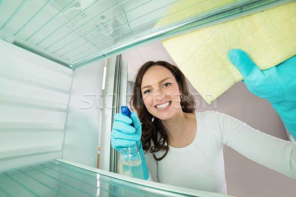 Mujer limpieza vista dentro refrigerador mujer hermosa Foto stock © AndreyPopov