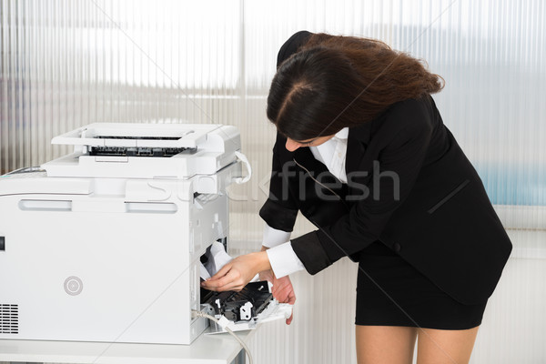 Zakenvrouw papier printer kantoor jonge Stockfoto © AndreyPopov