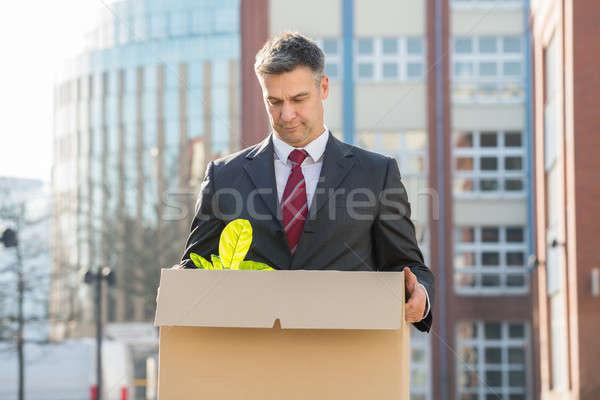 Empresario pie caja de cartón fuera oficina decepcionado Foto stock © AndreyPopov