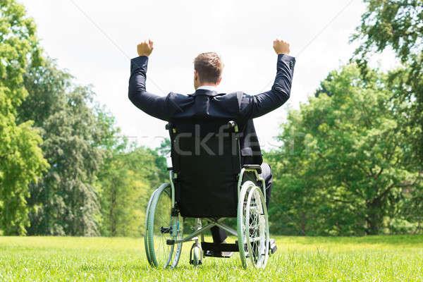 Jovem inválido homem cadeira de rodas braço Foto stock © AndreyPopov
