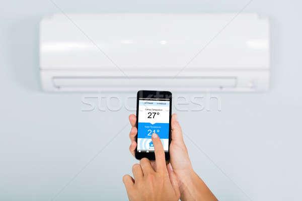 Femme climatiseur smartphone main température app Photo stock © AndreyPopov