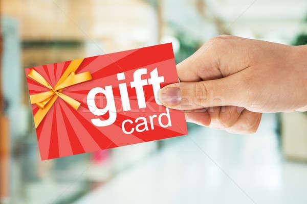 Personas mano tarjeta de regalo imagen seguridad Foto stock © AndreyPopov