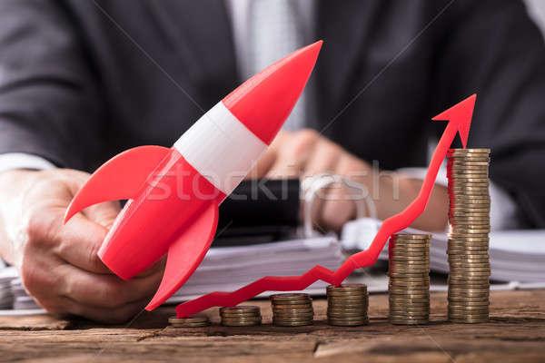 üzletember repülés rakéta érmék mutat irányítás Stock fotó © AndreyPopov