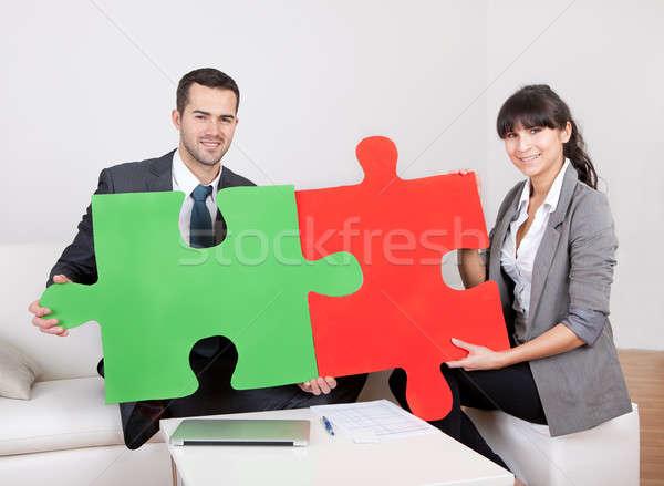Stockfoto: Twee · zakenlieden · puzzelstukjes · kantoor · teamwerk