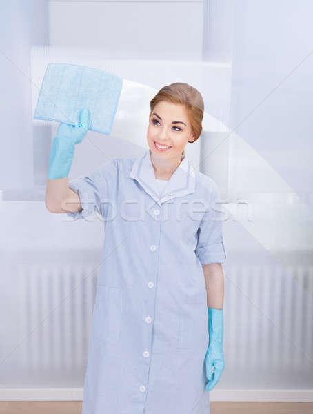 Gelukkig meid schoonmaken glas portret jonge Stockfoto © AndreyPopov