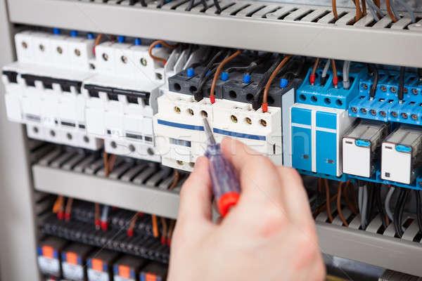 Electricista examinar destornillador imagen masculina hombre Foto stock © AndreyPopov
