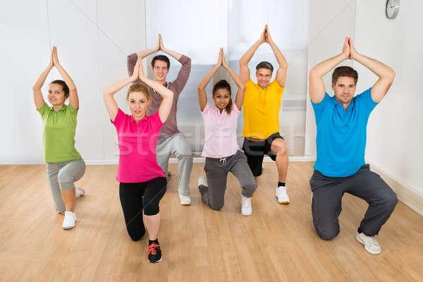 Groupe de gens yoga groupe heureux personnes Photo stock © AndreyPopov