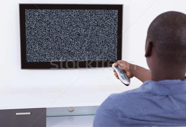 Homme pas signal télévision télécommande technologie Photo stock © AndreyPopov
