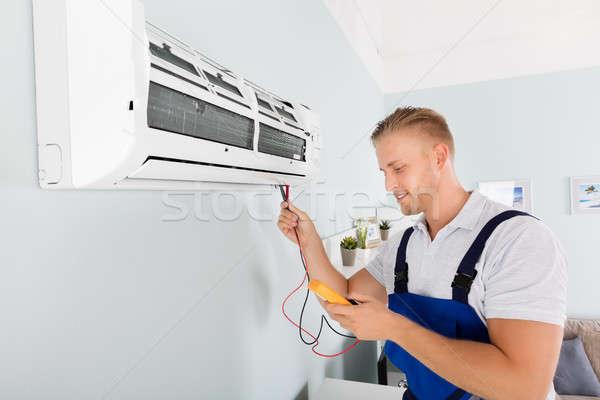 Foto d'archivio: Elettricista · condizionatore · d'aria · maschio · digitale · uomo · felice