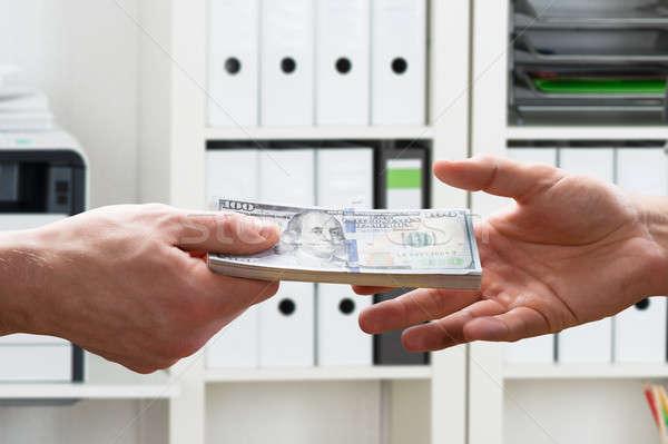 Handen geld twee mannelijke kantoor Stockfoto © AndreyPopov