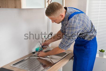 Lavoratore colla silicone gun vista laterale Foto d'archivio © AndreyPopov