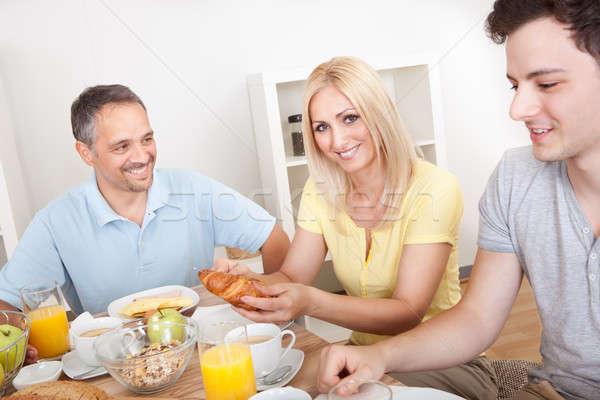 Szczęśliwą rodzinę śniadanie dwa dzieci Zdjęcia stock © AndreyPopov
