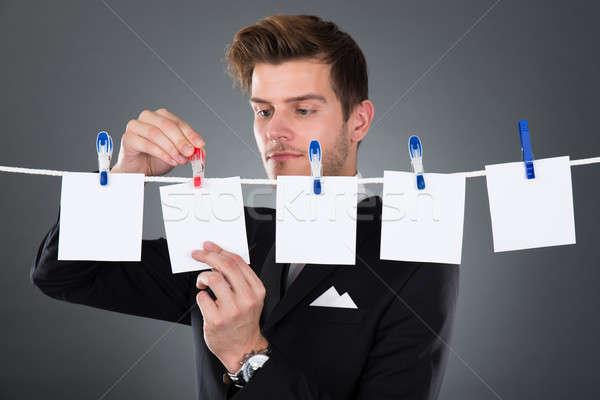 Zakenman papieren waslijn jonge grijs business Stockfoto © AndreyPopov