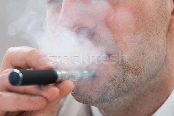 Homme fumer électronique cigarette photo Photo stock © AndreyPopov