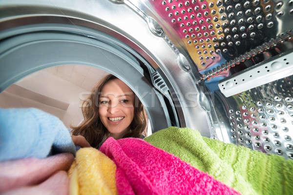 Mutlu kadın görmek içinde yıkayıcı Stok fotoğraf © AndreyPopov