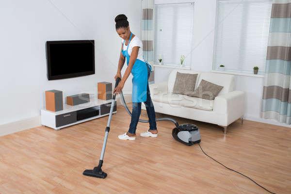ストックフォト: 女性 · 洗浄 · 階 · 真空掃除機 · 小さな · アフリカ