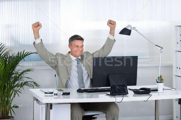 бизнесмен победу компьютер столе успешный Сток-фото © AndreyPopov