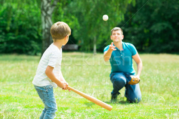 Foto stock: Nino · jugando · béisbol · padre · pequeño · parque
