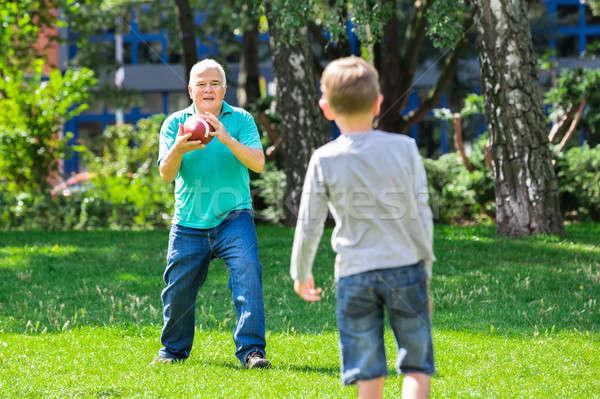 Enkel Großvater spielen Rugby Stock foto © AndreyPopov