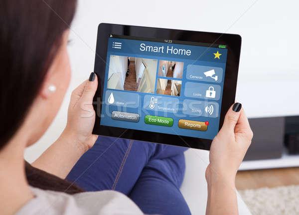 Foto d'archivio: Donna · Smart · home · digitale · tablet · primo · piano