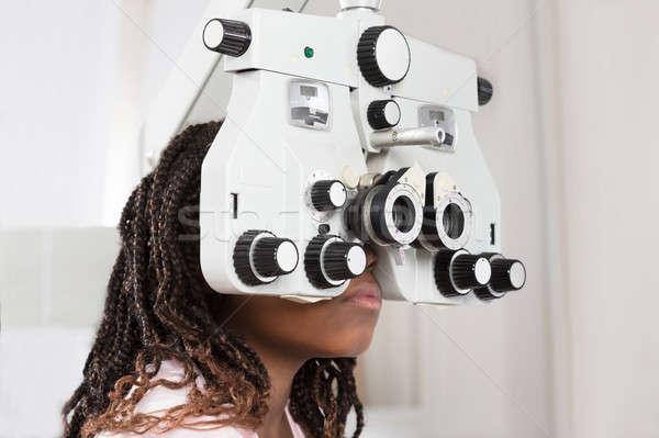 Nina examen de la vista primer plano ojo nino laboratorio Foto stock © AndreyPopov