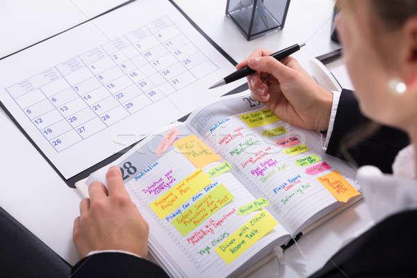 Kobieta interesu harmonogram dziennik pracy Zdjęcia stock © AndreyPopov