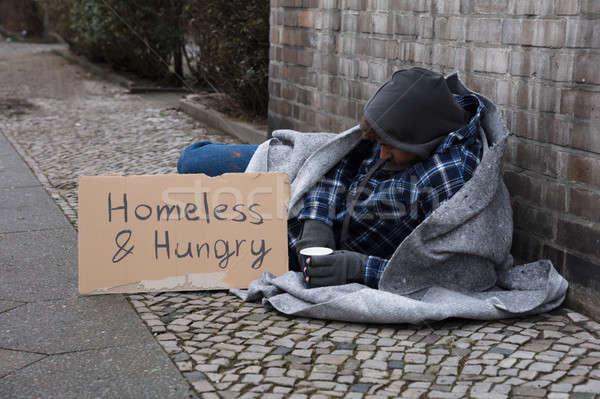 Homme mendiant rue sans-abri faim texte Photo stock © AndreyPopov