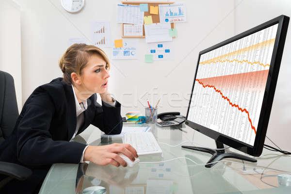 деловая женщина смотрят графа компьютер молодые Финансы Сток-фото © AndreyPopov