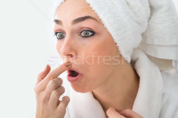 Scioccato donna guardando brufolo faccia primo piano Foto d'archivio © AndreyPopov