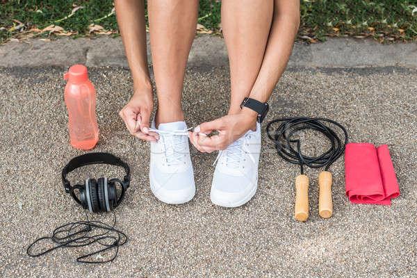 Vrouwelijke atleet schoenveters runner loopschoenen klaar Stockfoto © AndreyPopov