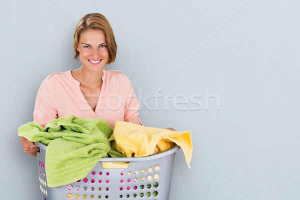 Donna cestino di lavanderia ritratto felice colorato Foto d'archivio © AndreyPopov