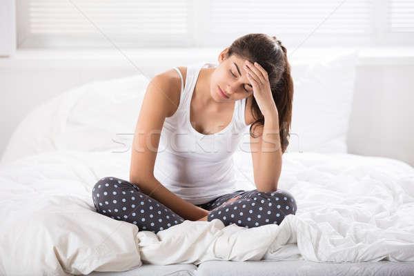 Stockfoto: Vrouw · vergadering · bed · jonge · vrouw · slaapkamer · home