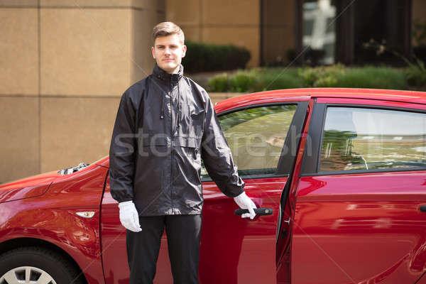 Stockfoto: Gelukkig · mannelijke · opening · auto · deur · portret
