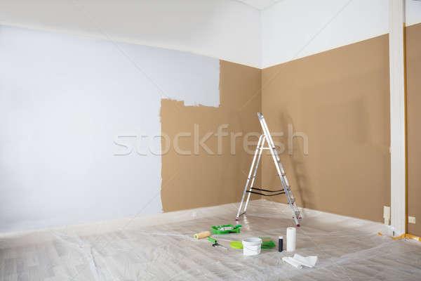 окрашенный белый стены лестнице Живопись Сток-фото © AndreyPopov